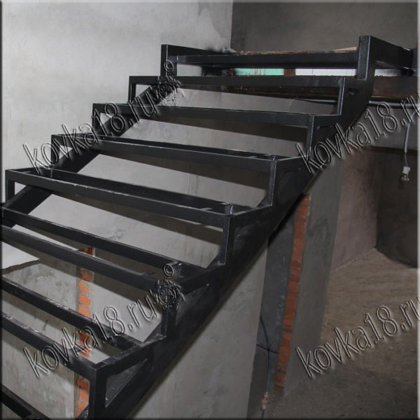 лестница на второй этаж железная