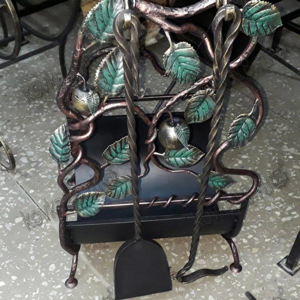 кованые наборы для камина с дровницей
